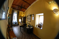 La hall del nostro bed and breakfast a Napoli